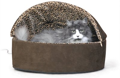 1. Thermo-Kitty Heated Deluxe Hooded Cat Bed